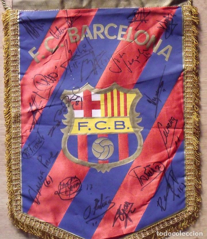 Coleccionismo deportivo: F.C.BARCELONA. BANDERÍN 19 AUTÓGRAFOS BALONMANO 1990-91. FIRMAS: VUJOVIC, URDANGARIN, MASIP, RIVERA. - Foto 3 - 145164238