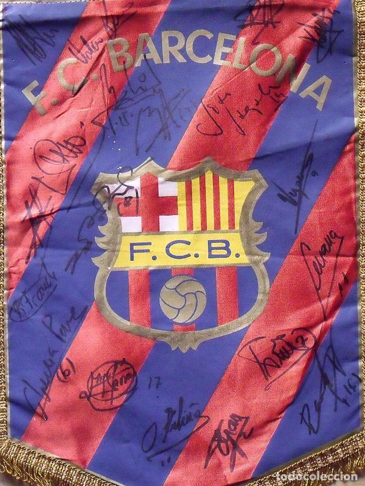 Coleccionismo deportivo: F.C.BARCELONA. BANDERÍN 19 AUTÓGRAFOS BALONMANO 1990-91. FIRMAS: VUJOVIC, URDANGARIN, MASIP, RIVERA. - Foto 4 - 145164238