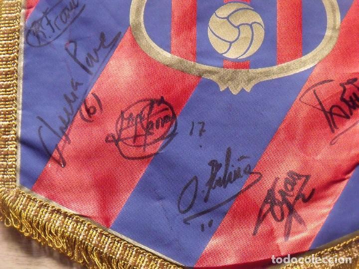 Coleccionismo deportivo: F.C.BARCELONA. BANDERÍN 19 AUTÓGRAFOS BALONMANO 1990-91. FIRMAS: VUJOVIC, URDANGARIN, MASIP, RIVERA. - Foto 9 - 145164238