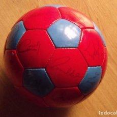 Coleccionismo deportivo: BALÓN, PELOTA F.C.BARCELONA 1996-97. 22 AUTÓGRAFOS, FIRMAS: RONALDO, FIGO, STOICHKOV, GUARDIOLA, ETC. Lote 145165630