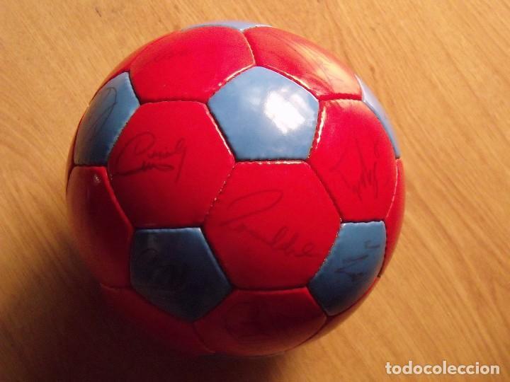 Coleccionismo deportivo: BALÓN, PELOTA F. C. BARCELONA 1996-97. 22 AUTÓGRAFOS, FIRMAS: RONALDO, FIGO, STOICHkOV, GUARDIOLA... - Foto 2 - 145165630