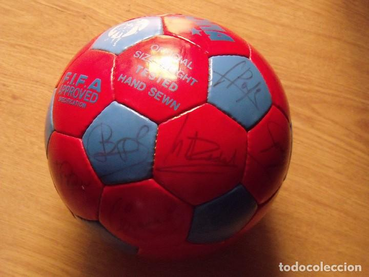 Coleccionismo deportivo: BALÓN, PELOTA F. C. BARCELONA 1996-97. 22 AUTÓGRAFOS, FIRMAS: RONALDO, FIGO, STOICHkOV, GUARDIOLA... - Foto 3 - 145165630