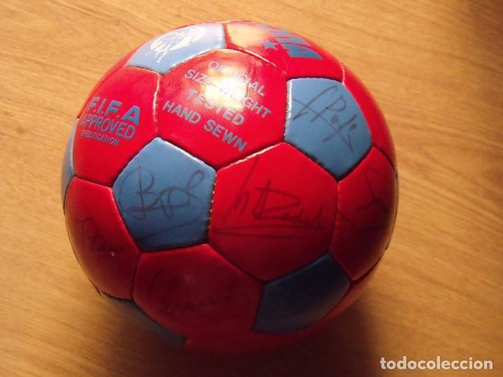 Coleccionismo deportivo: BALÓN, PELOTA F. C. BARCELONA 1996-97. 22 AUTÓGRAFOS, FIRMAS: RONALDO, FIGO, STOICHkOV, GUARDIOLA... - Foto 4 - 145165630