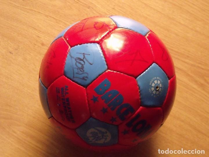Coleccionismo deportivo: BALÓN, PELOTA F. C. BARCELONA 1996-97. 22 AUTÓGRAFOS, FIRMAS: RONALDO, FIGO, STOICHkOV, GUARDIOLA... - Foto 5 - 145165630