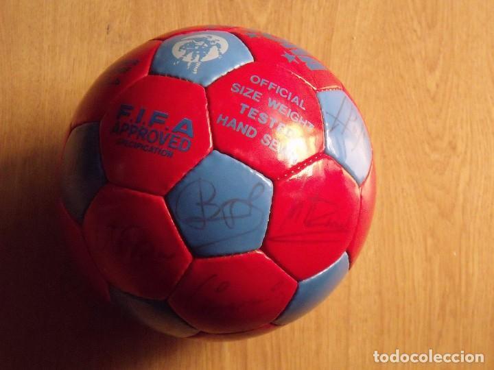 Coleccionismo deportivo: BALÓN, PELOTA F. C. BARCELONA 1996-97. 22 AUTÓGRAFOS, FIRMAS: RONALDO, FIGO, STOICHkOV, GUARDIOLA... - Foto 9 - 145165630
