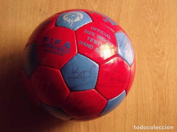Coleccionismo deportivo: BALÓN, PELOTA F. C. BARCELONA 1996-97. 22 AUTÓGRAFOS, FIRMAS: RONALDO, FIGO, STOICHkOV, GUARDIOLA... - Foto 10 - 145165630