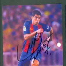 Coleccionismo deportivo: TARJETA POSTAL LUIS SUAREZ CON FIRMA ORIGINAL. Lote 147684950