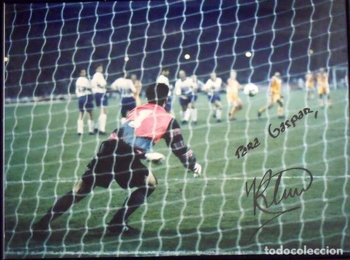 RONALD KOEMAN. FOTOGRAFÍA CON AUTÓGRAFO ORIGINAL, FIRMA Y DEDICATORIA. F.C. BARCELONA. WEMBLEY 1992. (Coleccionismo Deportivo - Documentos de Deportes - Autógrafos)