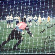 Coleccionismo deportivo: RONALD KOEMAN. FOTOGRAFÍA CON AUTÓGRAFO ORIGINAL, FIRMA Y DEDICATORIA. F.C. BARCELONA. WEMBLEY 1992.. Lote 150243830