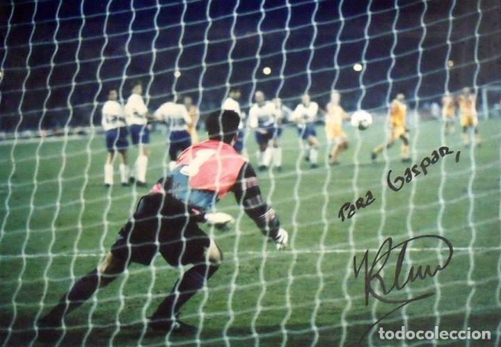 Coleccionismo deportivo: Ronald Koeman. Fotografía con autógrafo original, firma y dedicatoria. F.C. Barcelona. Wembley 1992. - Foto 2 - 150243830