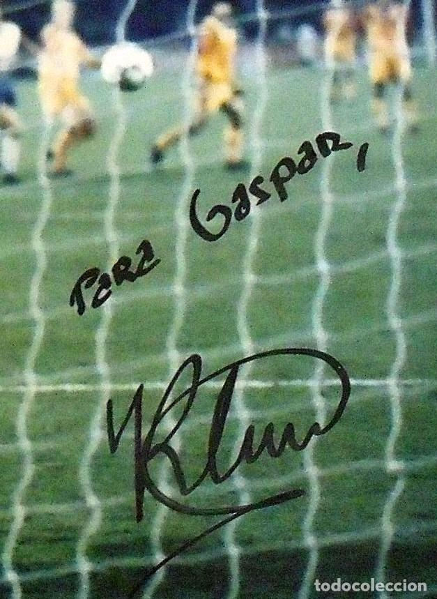 Coleccionismo deportivo: Ronald Koeman. Fotografía con autógrafo original, firma y dedicatoria. F.C. Barcelona. Wembley 1992. - Foto 3 - 150243830