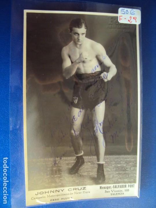 (F-29)FOTOGRAFIA DEDICADA DEL BOXEADOR JOHNNY CRUZ A JOE LA ROE (Coleccionismo Deportivo - Documentos de Deportes - Autógrafos)