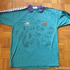 Coleccionismo deportivo: CAMISETA F.C.BARCELONA 1995-96. KAPPA XL. 20 AUTÓGRAFOS, FIRMAS: FIGO, GUARDIOLA, NADAL, SERGI...... Lote 160405714