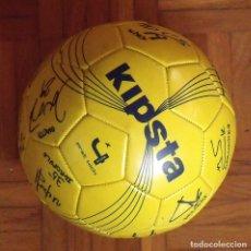 Coleccionismo deportivo: BALÓN F. C. BARCELONA, SECCIÓN BALONMANO 2010-11. 20 AUTÓGRAFOS, FIRMAS PLANTILLA. KIPSTA.. Lote 160410214