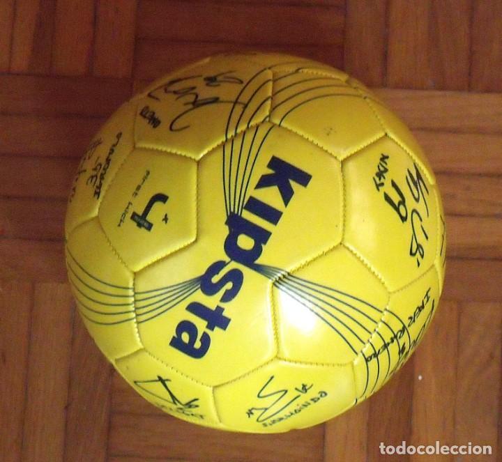 Coleccionismo deportivo: Balón F. C. Barcelona, sección balonmano 2010-11. 20 autógrafos, firmas plantilla. Kipsta. - Foto 2 - 160410214