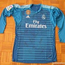 Coleccionismo deportivo: CAMISETA REAL MADRID. KIKO CASILLA. 19 FIRMAS PLANTILLA 2018-19. BALE, BENZEMA, ETC.. Lote 165453718
