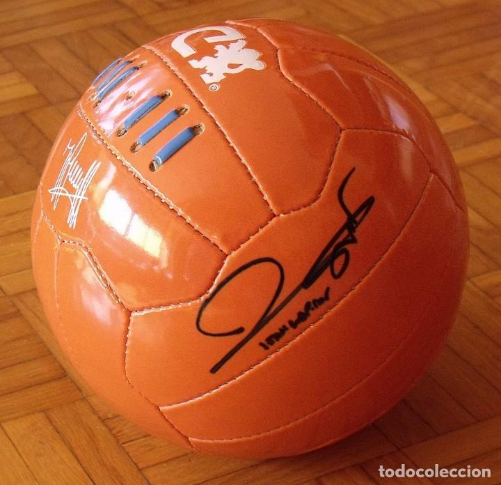 Coleccionismo deportivo: Balón serie limitada firma serigrafiada Johan Cruyff y firma original Joan Laporta. F. C. Barcelona. - Foto 3 - 166299994
