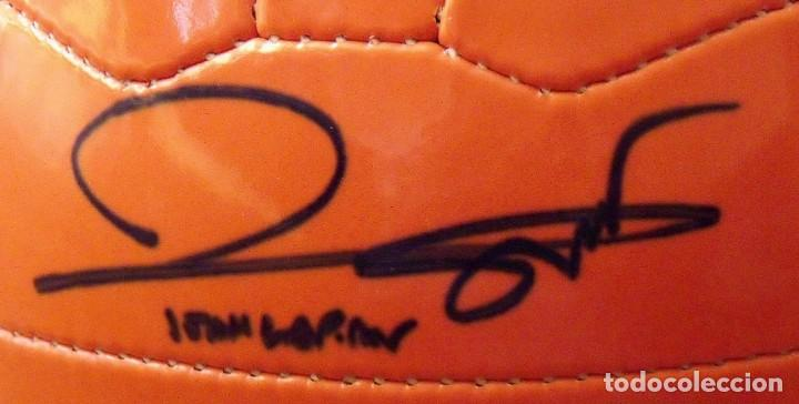 Coleccionismo deportivo: Balón serie limitada firma serigrafiada Johan Cruyff y firma original Joan Laporta. F. C. Barcelona. - Foto 4 - 166299994