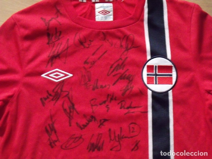 Coleccionismo deportivo: Camiseta Noruega. 21 autógrafos, firmas originales selección futbol 2012-13. Umbro talla S. - Foto 2 - 172701060