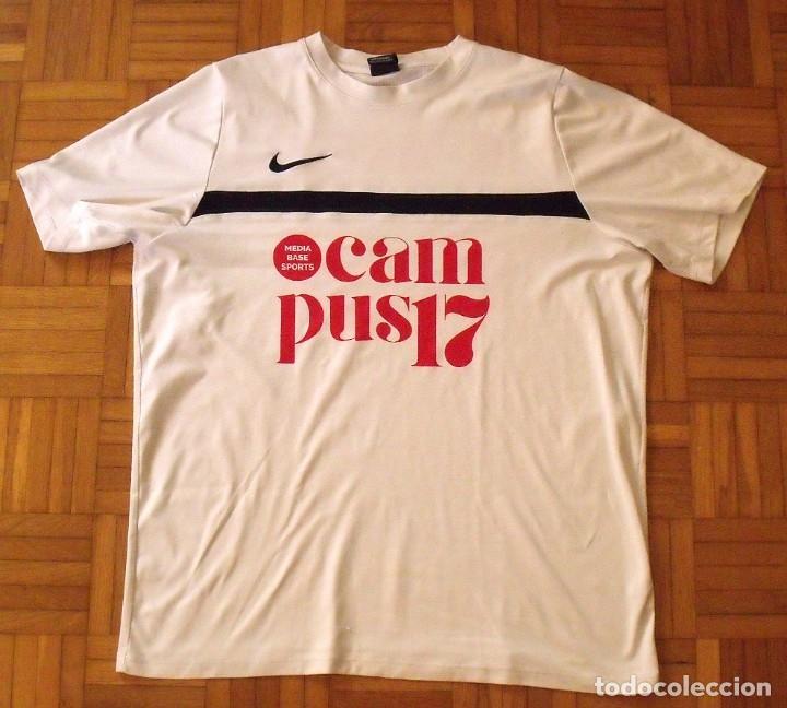 Coleccionismo deportivo: Camiseta F.C. Barcelona. Autógrafo, firma Luis Suárez. Campus 17 Nike. M. Rakuten. Lote 3 camisetas. - Foto 11 - 174140603