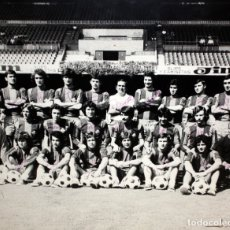 Coleccionismo deportivo: FOTOGRAFIA DEL BARÇA ATLETIC - AÑOS 70 - CON FIRMAS DE LOS JUGADORES - FOTO SEGUI - 45,5 X 55 CM.. Lote 175209370