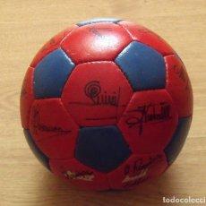 Coleccionismo deportivo: BALÓN F.C.BARCELONA. 20 FIRMAS, AUTÓGRAFOS 1980-81: QUINI, MIGUELI, SCHUSTER, SIMONSEN, KRANKL.. Lote 176356468
