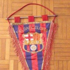 Coleccionismo deportivo: BANDERÍN F.C.BARCELONA. 22 AUTÓGRAFOS. 1975-76. CRUYFF, NEESKENS, REXACH, MIGUELI, ASENSI, SOTIL..... Lote 176678277