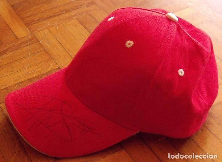 Coleccionismo deportivo: Ángel Nieto y Pablo Nieto. Autógrafos, firmas originales en gorra ADA. Patrocinador de estos pilotos - Foto 3 - 178871938