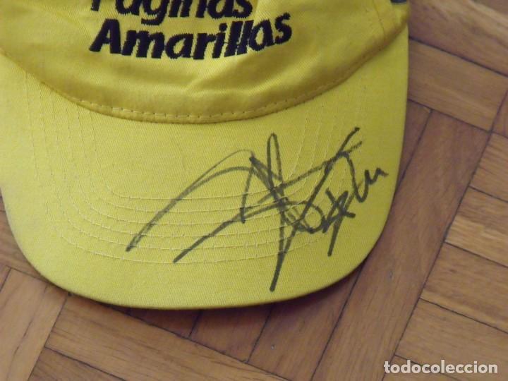 Coleccionismo deportivo: Toni Elias. Autógrafo, firma original gorra de Páginas Amarillas. Motociclismo. 30x12x17 cm. - Foto 2 - 195456201