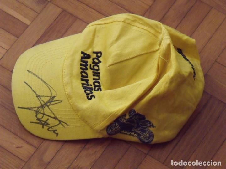 Coleccionismo deportivo: Toni Elias. Autógrafo, firma original gorra de Páginas Amarillas. Motociclismo. 30x12x17 cm. - Foto 3 - 195456201