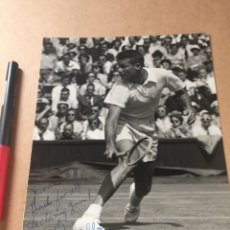 Coleccionismo deportivo: GARDNAR MULLOY WIMBLEDON AUTOGRAFO FOTO PRENSA. Lote 202736987