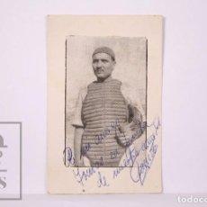 Coleccionismo deportivo: TARJETA CON FOTOGRAFÍA AUTOGRAFIADA DE FERNANDO GARRIDO ? - CATCHER DE BASEBALL / BÉISBOL AÑOS 50. Lote 204247033