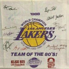 Coleccionismo deportivo: NBA LOS ÁNGELES LAKERS 1988 AUTOGRAFOS DE PRACTICAMENTE TODA LA PLANTILLA - PIEZA DE MUSEO. Lote 206588013