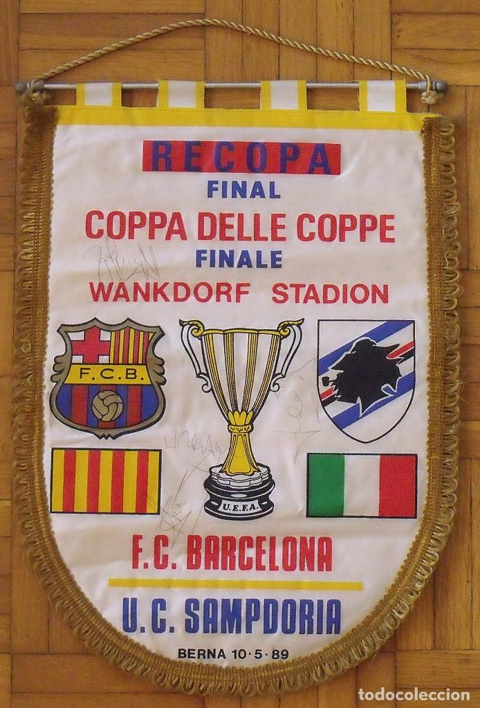 BANDERÍN F.C. BARCELONA. AUTÓGRAFOS CRUYFF, ALEXANCO, URBANO Y JULIO ALBERTO. FINAL RECOPA 1989. (Coleccionismo Deportivo - Documentos de Deportes - Autógrafos)