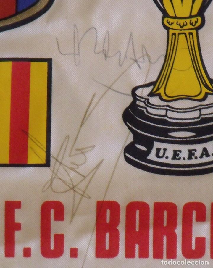 Coleccionismo deportivo: Banderín F.C. Barcelona. Autógrafos Cruyff, Alexanco, Urbano y Julio Alberto. Final Recopa 1989. - Foto 6 - 207580093