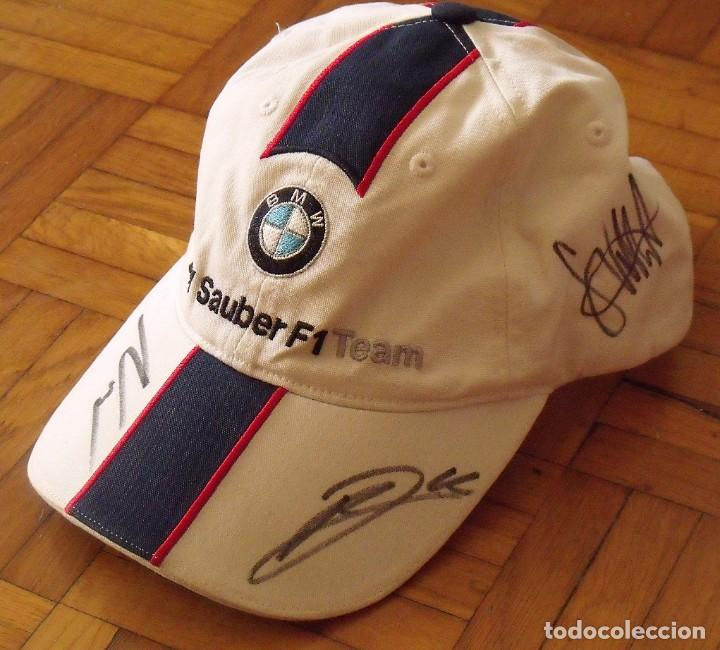 Coleccionismo deportivo: Gorra BMW Sauber. Fórmula 1. España 2007. Autógrafos Sebastian Vettel, Robert Kubica y Nick Heidfeld - Foto 2 - 207817418