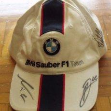 Coleccionismo deportivo: GORRA BMW SAUBER. FÓRMULA 1. ESPAÑA 2007. AUTÓGRAFOS SEBASTIAN VETTEL, ROBERT KUBICA Y NICK HEIDFELD. Lote 207817672
