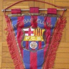 Coleccionismo deportivo: BANDERÍN F.C. BARCELONA. 30 AUTÓGRAFOS PLANTILLA 1979-80. DE LA CRUZ, OLMO, COSTAS, SÁNCHEZ, SERRAT.. Lote 207948412