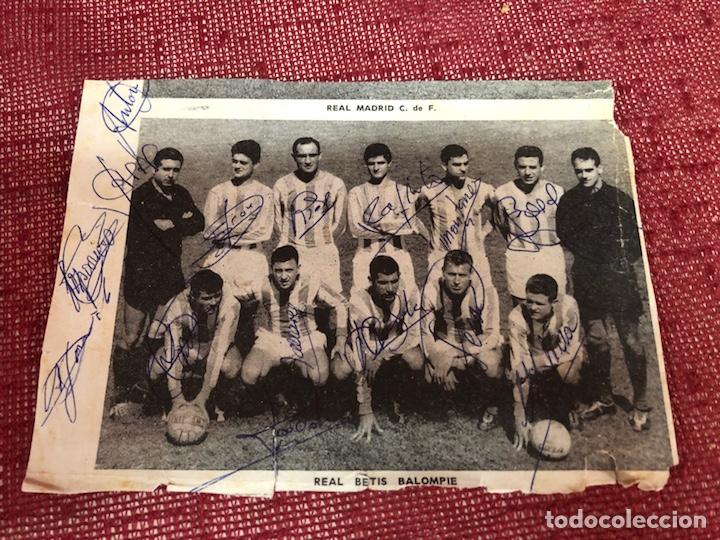 RECORTE CON PLANTILLA DEL REAL BETIS CON AUTÓGRAFOS AÑOS 60 (Coleccionismo Deportivo - Documentos de Deportes - Autógrafos)