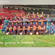 Coleccionismo deportivo: 720- POSTAL FIRMADA CON FIRMAS ORIGINALES FC BARCELONA 74/75 FOTO SEGUI 8 FIRMAS 22X15 CMS. Lote 212088283