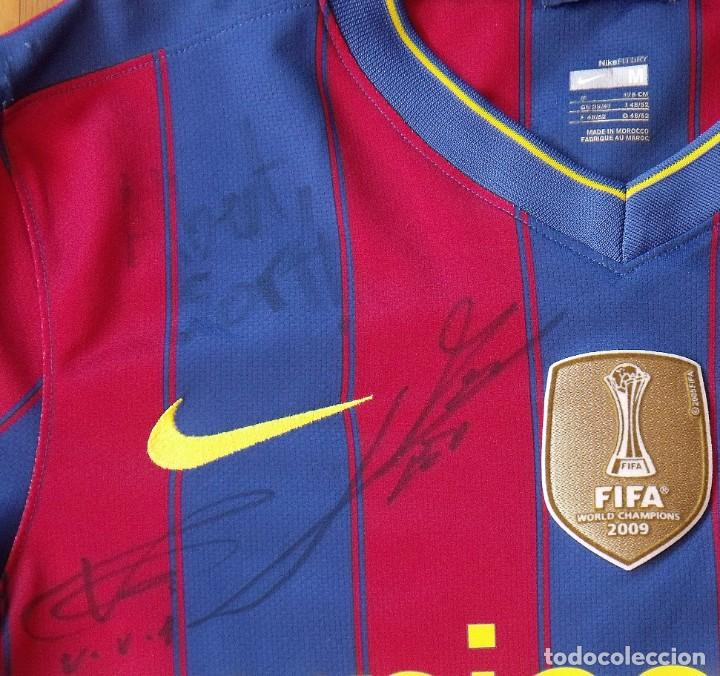 Coleccionismo deportivo: Camiseta F. C. Barcelona 2009-10. 19 autógrafos, firmas, autographs. Messi, Xavi, Iniesta. Nike M. - Foto 3 - 261245840