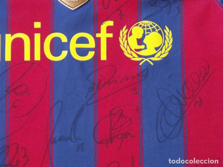 Coleccionismo deportivo: Camiseta F. C. Barcelona 2009-10. 19 autógrafos, firmas, autographs. Messi, Xavi, Iniesta. Nike M. - Foto 5 - 261245840