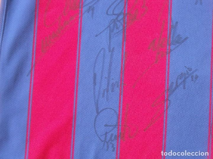 Coleccionismo deportivo: Camiseta F. C. Barcelona 2009-10. 19 autógrafos, firmas, autographs. Messi, Xavi, Iniesta. Nike M. - Foto 7 - 261245840