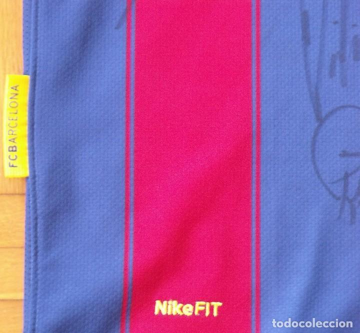 Coleccionismo deportivo: Camiseta F. C. Barcelona 2009-10. 19 autógrafos, firmas, autographs. Messi, Xavi, Iniesta. Nike M. - Foto 9 - 261245840