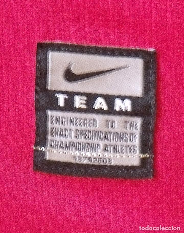 Coleccionismo deportivo: Camiseta F. C. Barcelona 2009-10. 19 autógrafos, firmas, autographs. Messi, Xavi, Iniesta. Nike M. - Foto 10 - 261245840