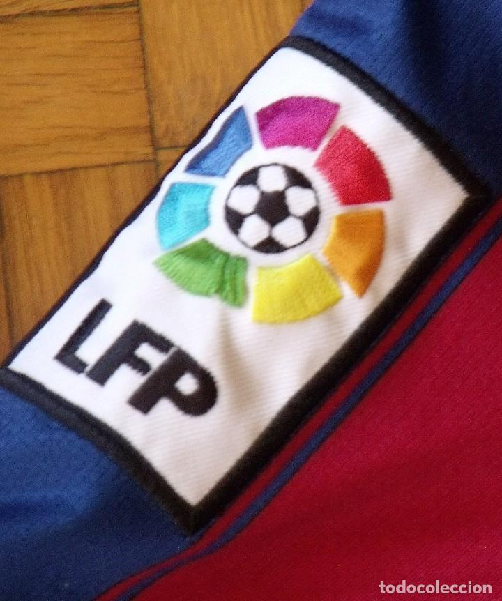 Coleccionismo deportivo: Camiseta F. C. Barcelona 2009-10. 19 autógrafos, firmas, autographs. Messi, Xavi, Iniesta. Nike M. - Foto 11 - 261245840