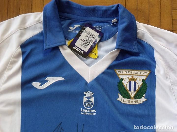 Coleccionismo deportivo: Camiseta C. D. Leganés. 2017-18. 12 autógrafos. Autographs. Firmas originales. Joma L. Original. - Foto 2 - 215634980