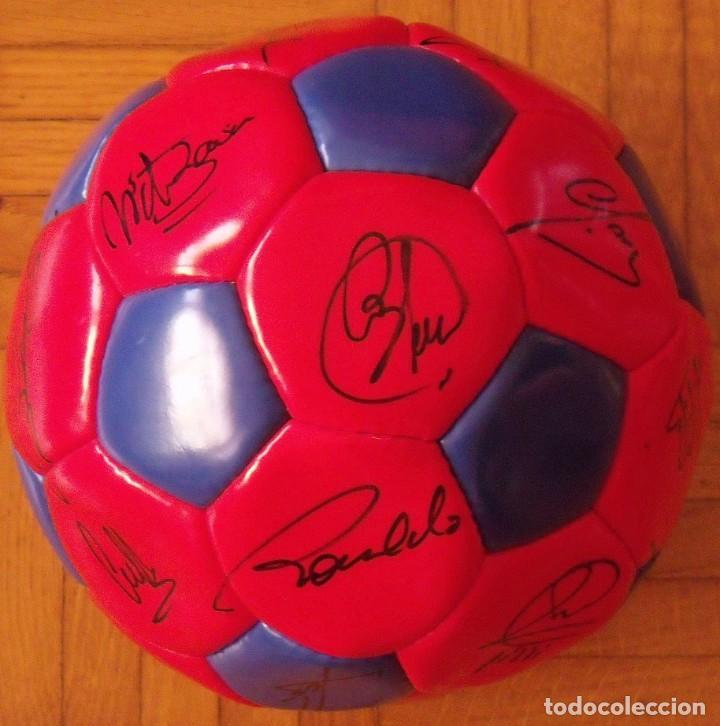 Coleccionismo deportivo: Balón F. C. Barcelona 1996-97 21 autógrafos: Ronaldo, Figo, Stoichkov, Luis Enrique, Guardiola, etc. - Foto 2 - 218568716