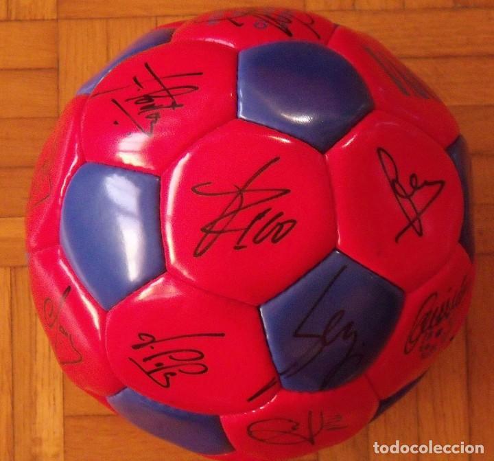 Coleccionismo deportivo: Balón F. C. Barcelona 1996-97 21 autógrafos: Ronaldo, Figo, Stoichkov, Luis Enrique, Guardiola, etc. - Foto 4 - 218568716