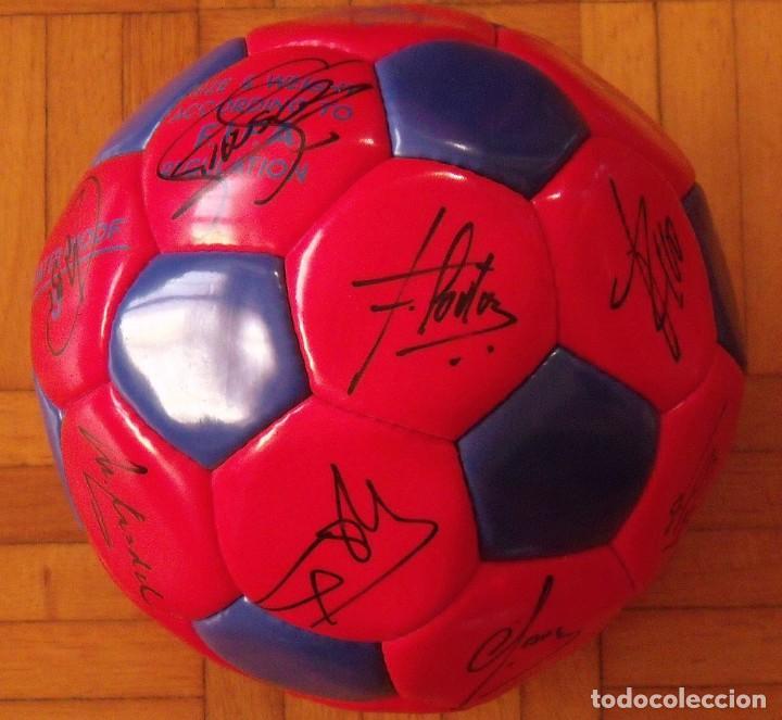 Coleccionismo deportivo: Balón F. C. Barcelona 1996-97 21 autógrafos: Ronaldo, Figo, Stoichkov, Luis Enrique, Guardiola, etc. - Foto 5 - 218568716